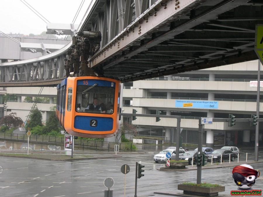 القطارات الجديدة  تصميمها تمشي على سكك حديدية مقلوبة domain-ad0c46d90b.jp